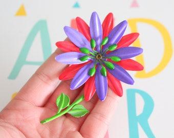 1960s Vintage DAISY Enamel Flower Brooch....groovy. retro. flower. 1970s. classic. rainbow flower. daisy. costume jewelry. vintage brooch.