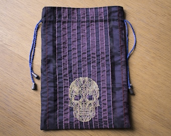Golden Leave Skull Drawstring Dice Bag, Smokers Bag, Knitting Bag, Jewellry Bag, E-reader Bag. 19 by 27,5 cm (7,6 by 11 inch)