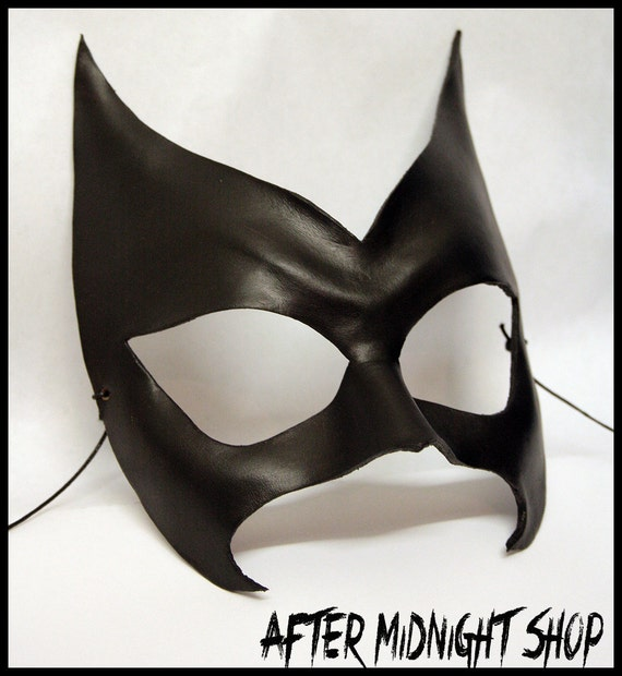 Batwoman superhero leather black mask cosplay role nerd comic