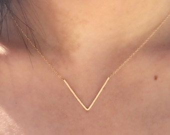 FREE SHIPPING Gold V Shaped Chevron Necklace / Hand Forged Layer Gold Fill 14k Simple Minimal Delicate Everyday / Choose Your Custom Length