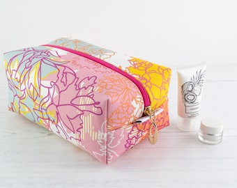 Large Cosmetic Bag // Make Up Bag In Exclusive Fabric 'IceCream' // Toiletry Bag // Floral Pattern // Cotton bag // Travel Bag // Flowers