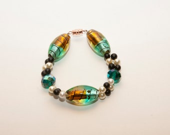 Green and Gold Glass Bead Bracelet with Pearls