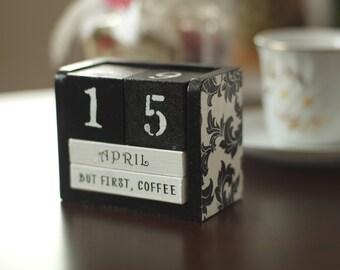 Perpetual wooden block calendar, desk calendar, black and white calendar, damask pattern calendar, shabby chick calendar, inspiring quotes
