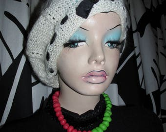 Vintage hand-knitted beret.Cream wool beret with black bow.