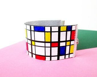 """Paper Bracelet - """"De Stijl"""" / handmade with recycled material / hand painted / (3,5 x 17 cm) / Shipping to worldwide."""