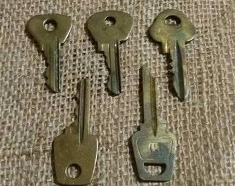 Set of 5 Vintage Keys. Flat Keys. Old Keys. Steampunk Keys. Strange Keys. Salvaged Keys