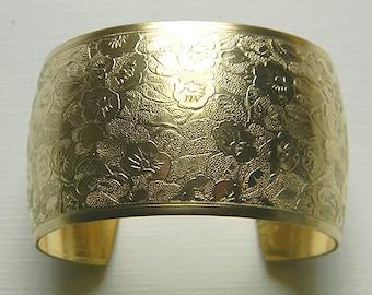 Floral Brass Cuff, Raw Brass Cuff, Floral Bracelet, Domed Cuff, Oval Cuff, Cuff Bracelet, 38mm - 1 pc. (r241)