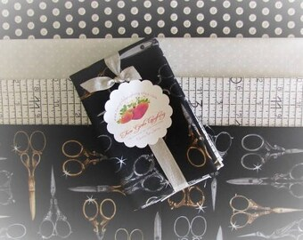 Quilt Fabric Bundle Quilting Bee Fat Eights Button Scissor Measuring Tape Dot Medium Prints Quilt Detash Black Gold Silver Sewing Material