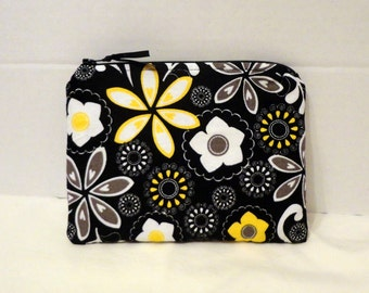 wallet, clutch, small zipper pouch in black, yellow, white daisy floral without strap