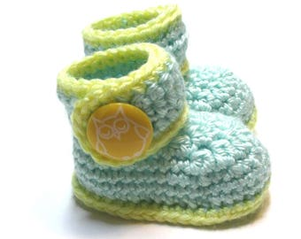 Crochet baby booties.  Newborn to 3 months ready to ship baby ankle boots.  Unisex baby shower gift, pregnancy reveal.  Owl booties.
