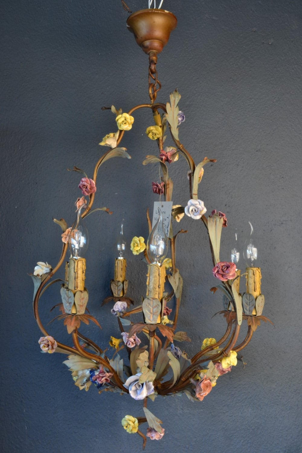 Stunning italian tole chandelier with colourful porcelain flowers arubaitofo Image collections