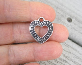 8 Heart Charms in Silver Tone - C2704