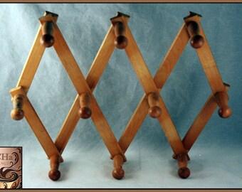 Large Knob Expandable Wood Rack