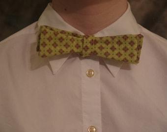 Patterned Green Self-Tie Bowtie