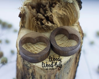 Plugs heart - plugs with hearts wood plugs heart- heart tunnels - wood ear plugs - plugs- St Valentines  plugs - ear gauges - wooden tunnels