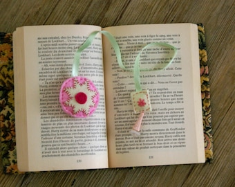 Round felt bookmark