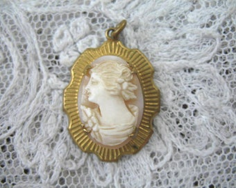 Vintage Hand Carved Shell Cameo Pendant