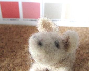 Miniature felted pig- 4,5 cm