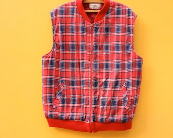 70s Vintage Red Plaid Vest in Men's Large (A soft insulated blue and red flannel vest that zips up the front with a 40 inch waist.)
