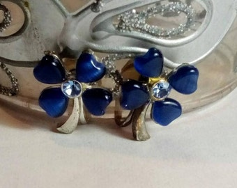 Vintage Blue  Sapphire Four Leaf Clover Design Lucite  with Silver Tone Clip Earrings, Sapphire Colors Clip on Earrings Retro Jewelry