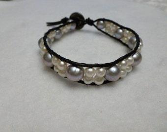 Cuir et Bracelet de perles gris