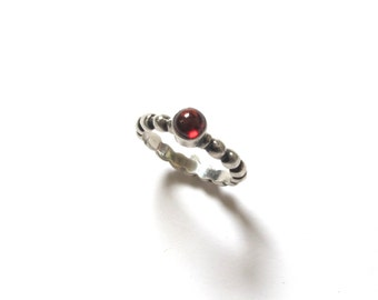 Vintage 825 Silver & Garnet Stackable Ring / / Bumpy Red Stone Stacking Ring Size 7