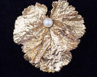 Vintage Leaf Brooch, Gold Leaf Brooch, Leaf Pin, Gold Pearl Pin, Vintage Brooch, Vintage Jewelry, Vintage Jewellery, Costume Jewellery, Pin