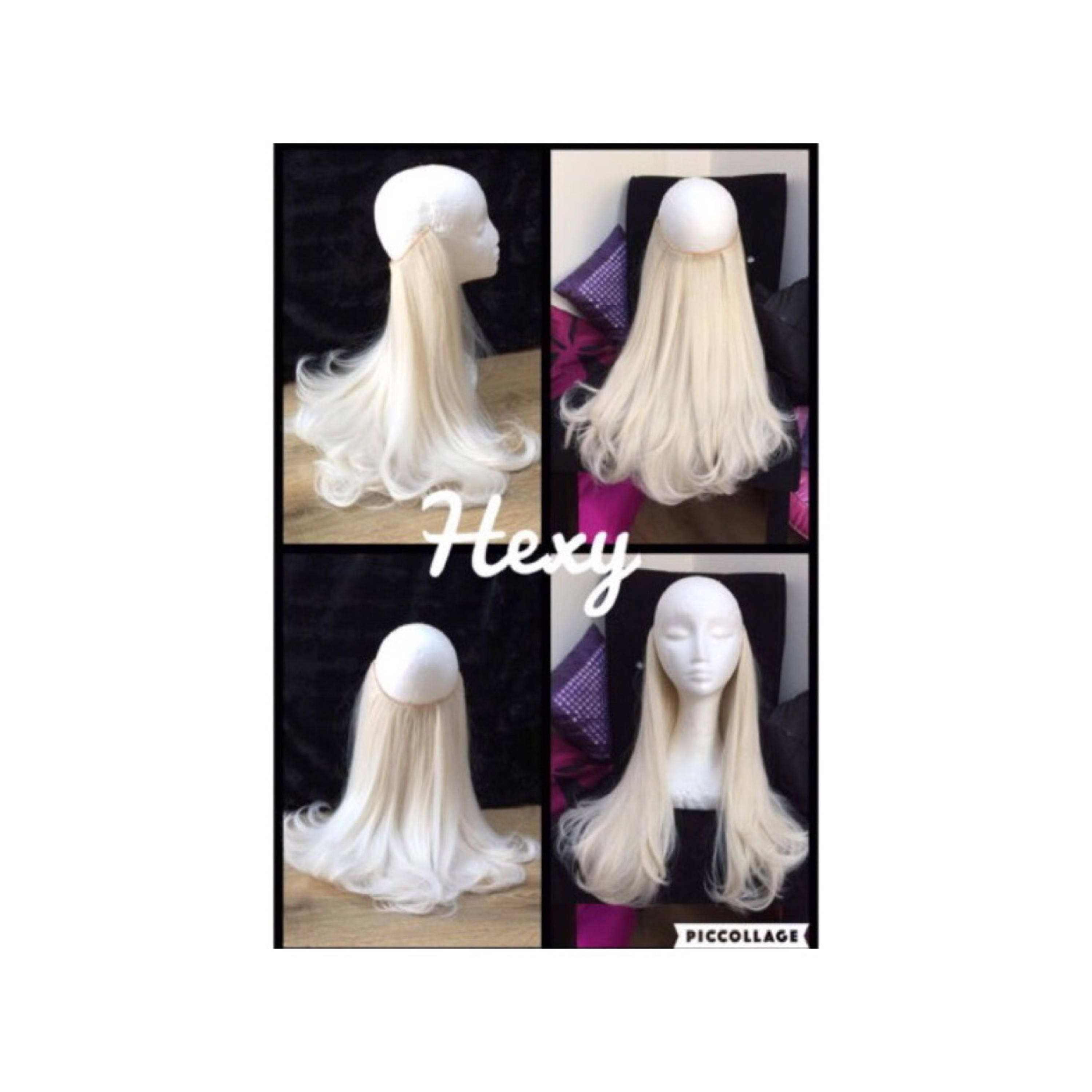 HALO hair extensions flip in layered hair Platinum Blonde