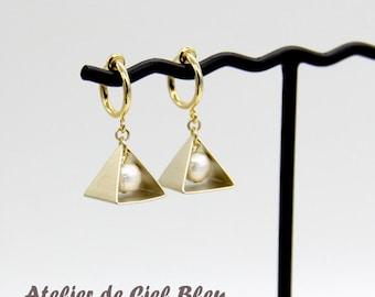 Clip On Hoop Earrings, Triangle Earrings, Cotton Pearl Earrings, Pyramid Earrings, Pearl Jewelry, Non Pierced Earrings, Chic Modern Minimal