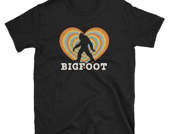 Retro Vintage Bigfoot Love Funny Sasquatch Hiking T-Shirt