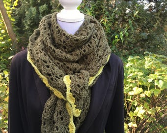Super soft, green, easy-to-wear triangle shawl