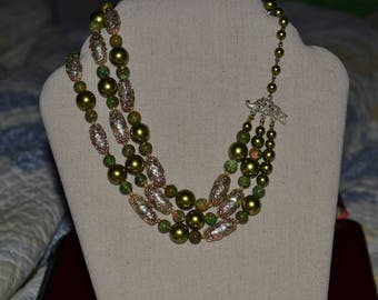 Vintage 3 strand beaded necklace.Ukatite.retro.Womens Accessories. Accessories.Necklace.1950's.Stunning shades of Green.