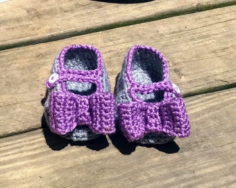 Crochet girls baby mary janes with large bow  sandals in purple and gray