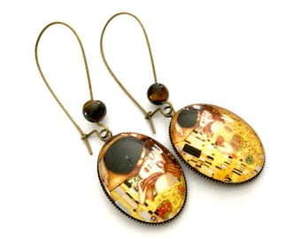 Hanging oval earrings the kiss of Klimt, pearl eye of tiger, glass cabochons and bronze.