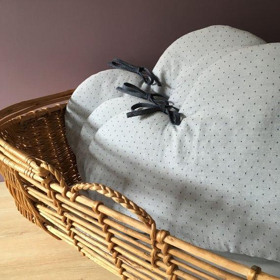 tour de lit b b nuage tour de lit tissu biologique nuages. Black Bedroom Furniture Sets. Home Design Ideas