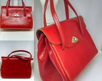1960's Vibrant Red Larger Sized Kelly Bag With Envelope Fold Over Design - Good Condition - Only 25 Pounds!