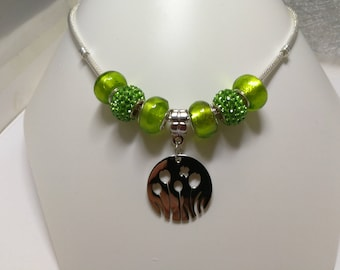 Green necklace with charms, pearls rhinestones and flowers steel pendant with stainless ref 895