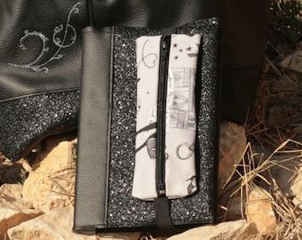 Jolie couverture en simili cuir avec une petite trousse intégrée pour carnet A5 type Bullet Journal
