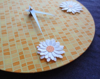 Sunshine Time - Orange & White Daisy Clock