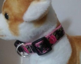 Adjustable pink flower dog collar
