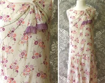 vintage 1920s dress <> 1920s cotton print dress <> 1920s cotton dress in purples and pinks <> sleeveless 20s cotton print dress