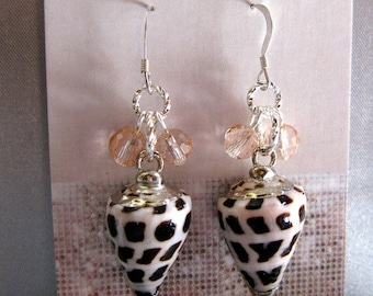 SE704 Petal Pink Spotted Shell Earrings