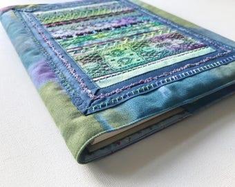Elven Lace Wedding Planner A4 Memories Album Keepsake Book - Exquisite Wedding Journal Memory Book Wedding Guest Book Green and Purple Lace