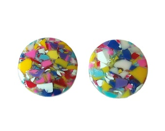 Vintage Earrings Flake in Resin Colorful red yellow white blue Clip on back