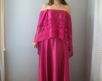 48 HOUR SALE 40% off-Vintage Off the shoulder Bohemian Maxi Dress (( Size Medium to Large 8-10))