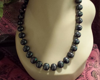 One strand grey rainbow pearl necklace