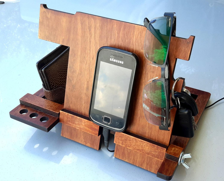 docking station holz geschenke f r m nner ger tehalter. Black Bedroom Furniture Sets. Home Design Ideas