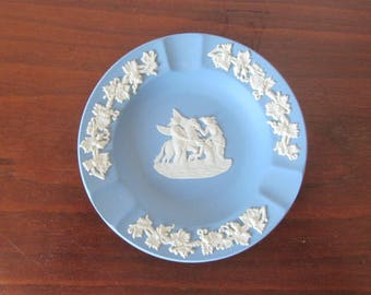WEDGWOOD - Pale blue jasperware round Ashtray - White grapevine border surrounding neoclassical Pegasus cameo - Made in England - 1960s