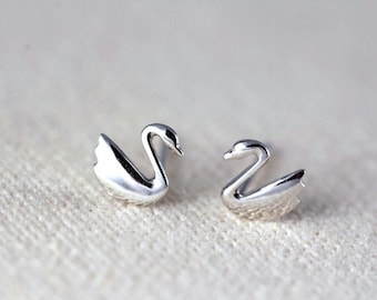 Tiny Silver Swan stud earrings, minimalist earrings, small and simple silver earrings, Everyday Earrings, JEW004009