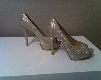 lovely gold pattern high heel shoes,